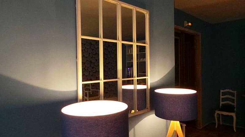 décoration luminaire et miroir salle petit déjeuner nouvel hotel