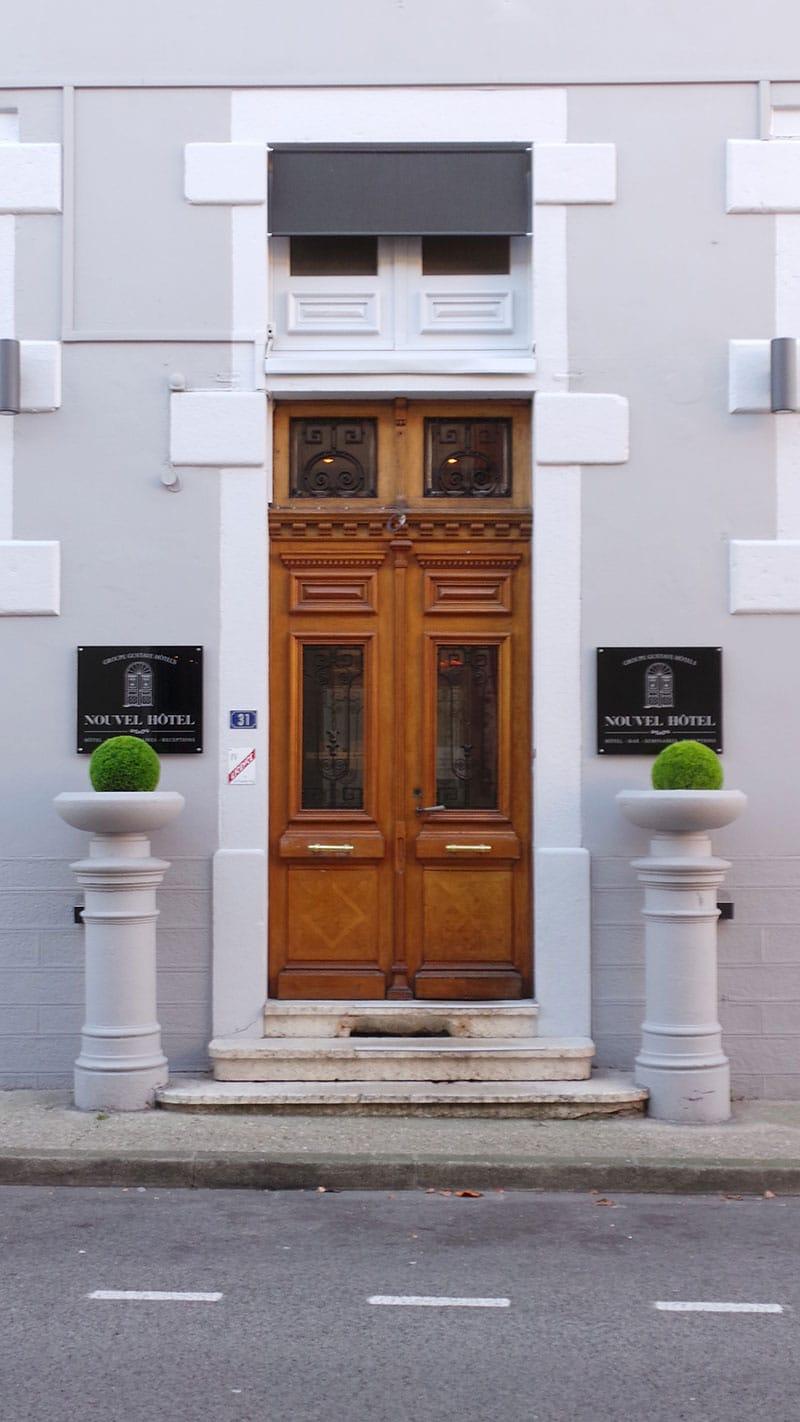porte d'entrée du nouvel hotel oyonnax